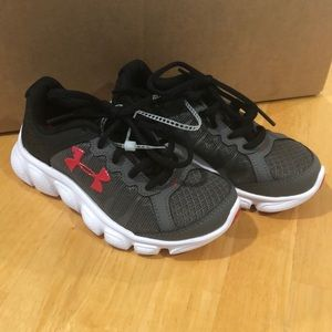 NWT Gray Under Armour tennis shoes